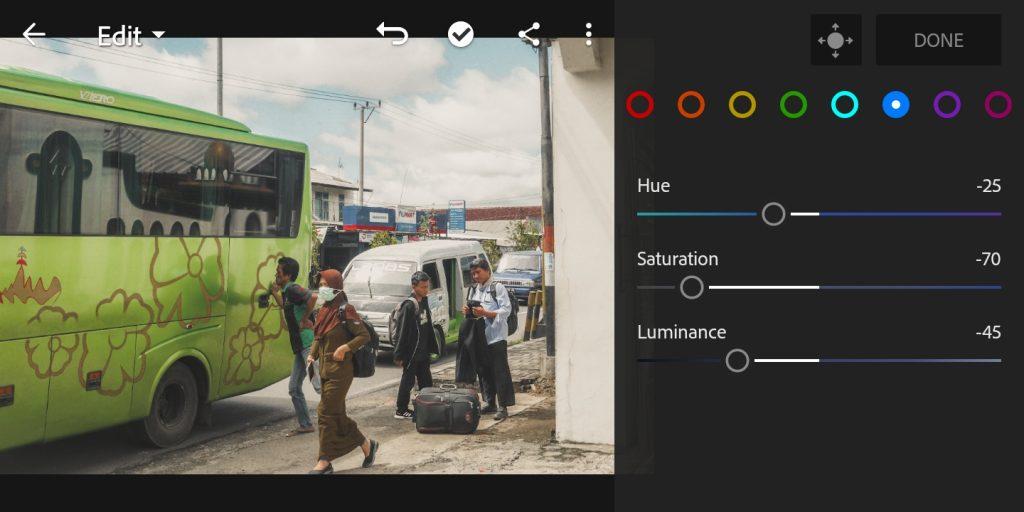 Gambar mengatur mix color biru foto untuk efek soft brown di lightroom mobile